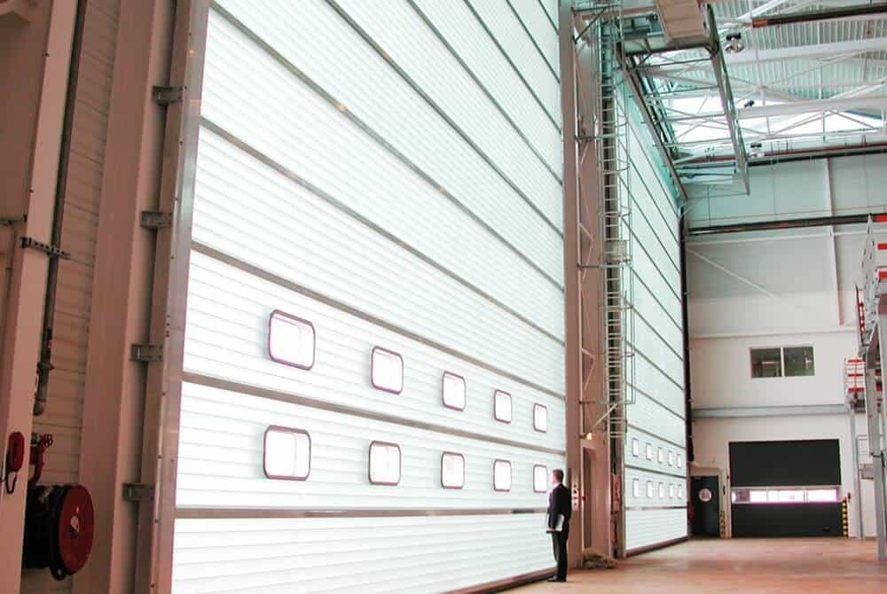 Uși industriale secționale compacte
